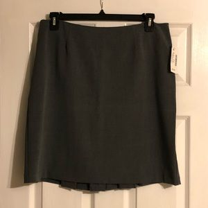 Grey skirt (NWT)